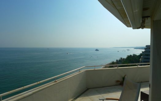 Three-bedroom apartment in Marbella town - image P1090195-1-525x328 on https://www.laconchaliving.com