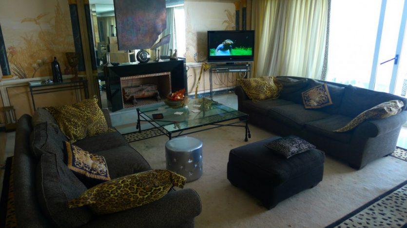 Apartamento en el paseo maritimo, frente del mar - image P1090196-1-835x467 on https://www.laconchaliving.com
