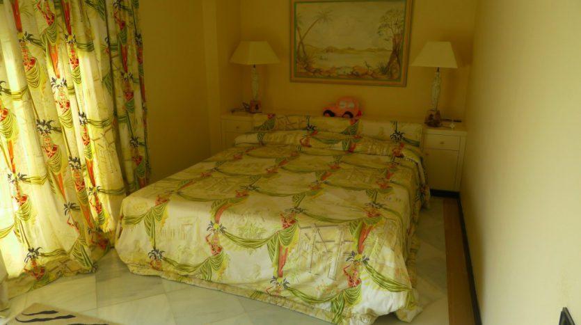 Apartamento en el paseo maritimo, frente del mar - image P1090202-1-835x467 on https://www.laconchaliving.com