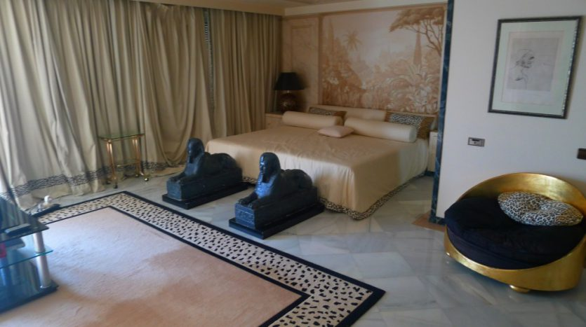 Apartamento en el paseo maritimo, frente del mar - image P1090207-1-835x467 on https://www.laconchaliving.com