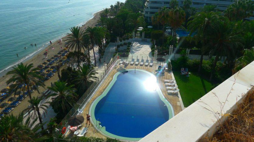 Apartamento en el paseo maritimo, frente del mar - image P1090212-1-835x467 on https://www.laconchaliving.com