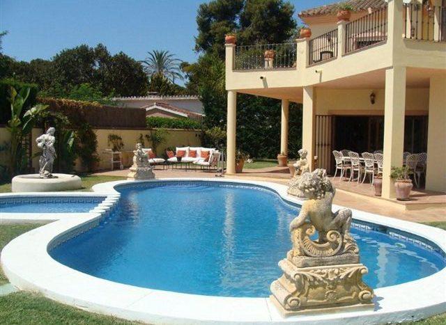 Villa in Guadalmina - image POOL-640x467 on https://www.laconchaliving.com