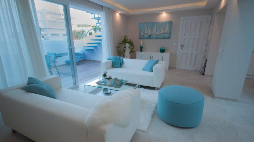 RenovatedBeachside Bungalow - image Refurbished-Beach-Bungalow-with-Contemporary-Style-Interiors-13-835x467 on https://www.laconchaliving.com