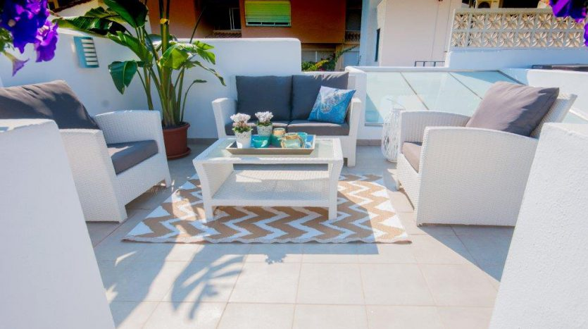RenovatedBeachside Bungalow - image Refurbished-Beach-Bungalow-with-Contemporary-Style-Interiors-15-835x467 on https://www.laconchaliving.com