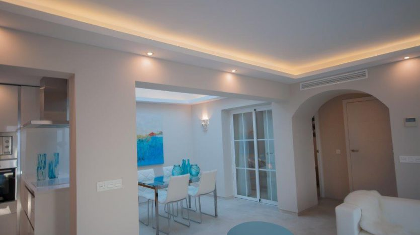 RenovatedBeachside Bungalow - image Refurbished-Beach-Bungalow-with-Contemporary-Style-Interiors-3-835x467 on https://www.laconchaliving.com