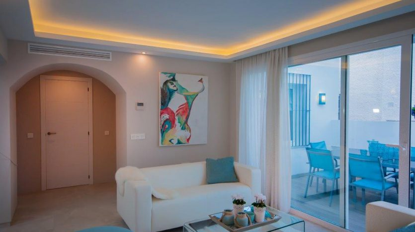 RenovatedBeachside Bungalow - image Refurbished-Beach-Bungalow-with-Contemporary-Style-Interiors-4-835x467 on https://www.laconchaliving.com