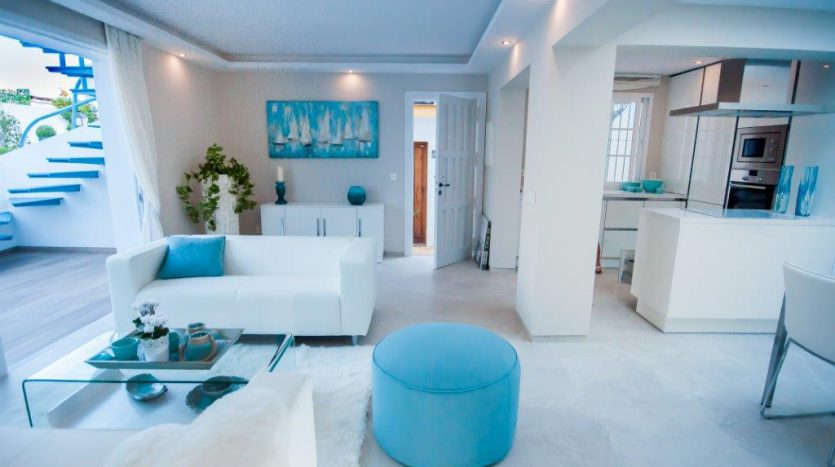 RenovatedBeachside Bungalow - image Refurbished-Beach-Bungalow-with-Contemporary-Style-Interiors-5-835x467 on https://www.laconchaliving.com