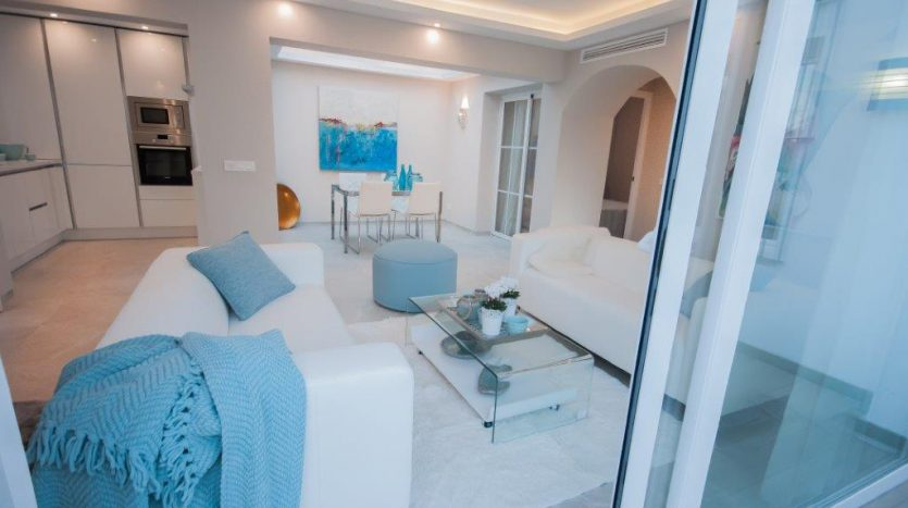 RenovatedBeachside Bungalow - image Refurbished-Beach-Bungalow-with-Contemporary-Style-Interiors-6-835x467 on https://www.laconchaliving.com