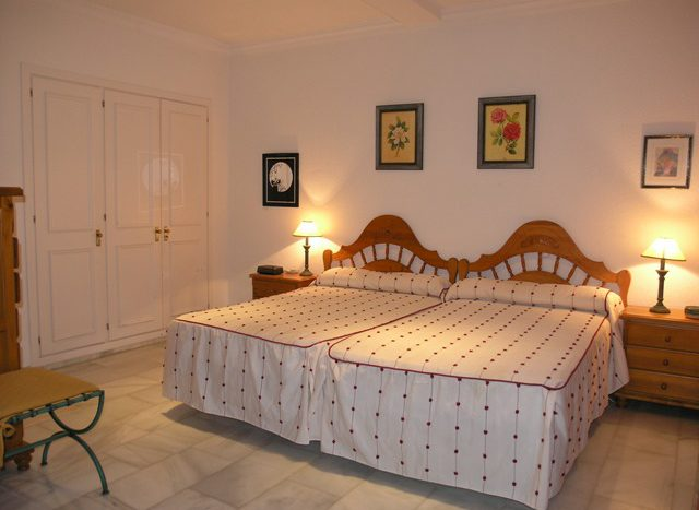 Apartment in Marbella - image S5-2-640x467 on https://www.laconchaliving.com