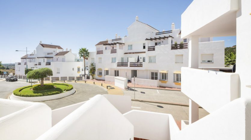 Sunny apartment in Valle Romano Estepona - image The-apartment-for-sale-on-Valle-Romano-Golf-Estepona-3-835x467 on https://www.laconchaliving.com