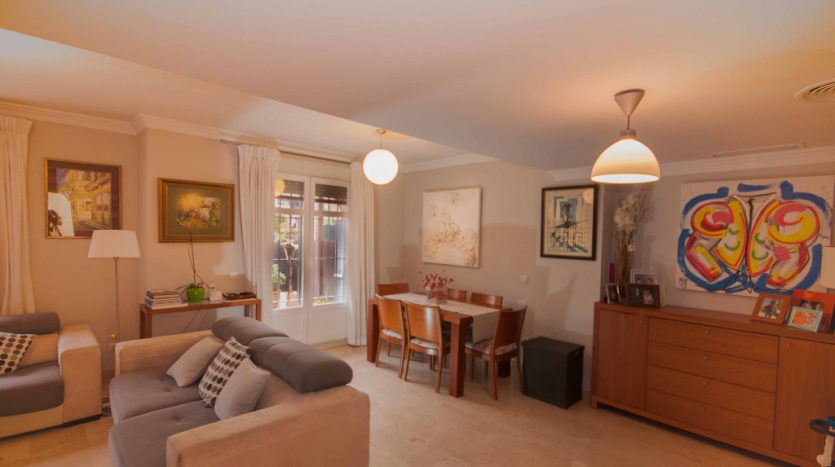 Townhouse for sale near the beach and Puerto Banús - image Townhouse-for-sale-near-the-beach-3-835x467 on https://www.laconchaliving.com