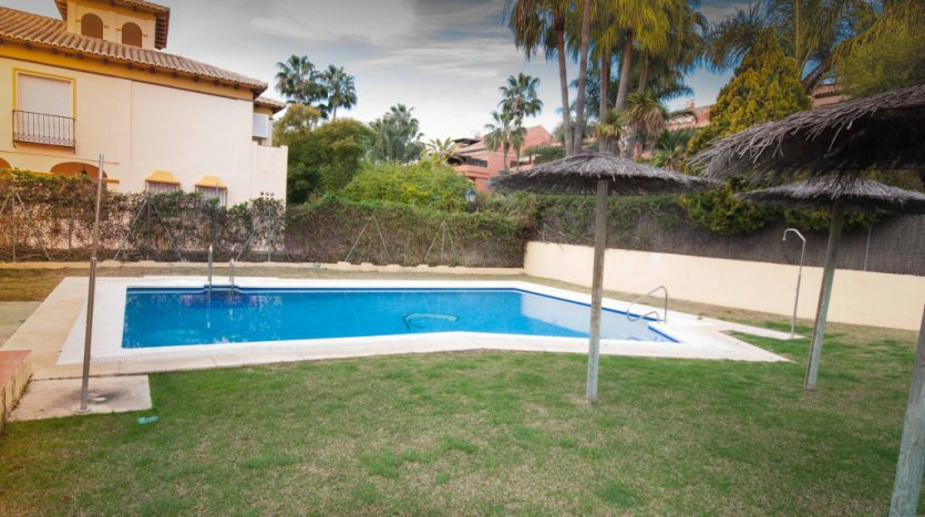Townhouse for sale near the beach and Puerto Banús - image Townhouse-for-sale-near-the-beach-5-835x467 on https://www.laconchaliving.com