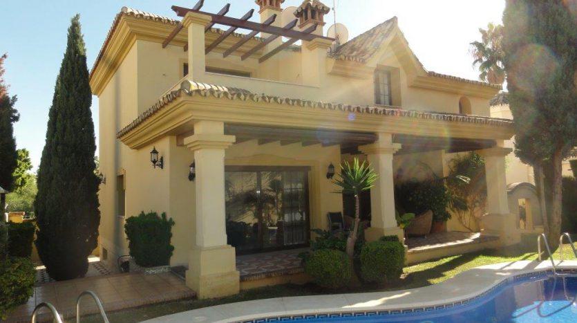 Beautiful villa close to Puerto Banus - image VILLA-LOCRIMAR-1-835x467 on https://www.laconchaliving.com