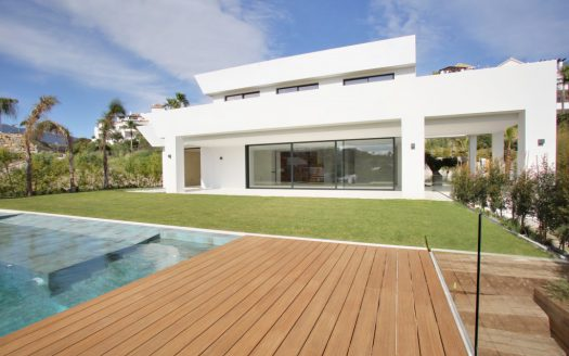 Modern villa for sale near Puerto Banus - image Villa-La-Alqueria-1-525x328 on https://www.laconchaliving.com