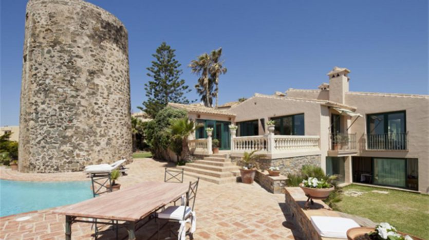 Beachfront Villa with a history - image Villa-La-Torre-2-835x467 on https://www.laconchaliving.com