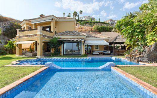 Beachfront Villa with a history - image Villa-for-sale-Marbella-Benahavis-1-525x328 on https://www.laconchaliving.com