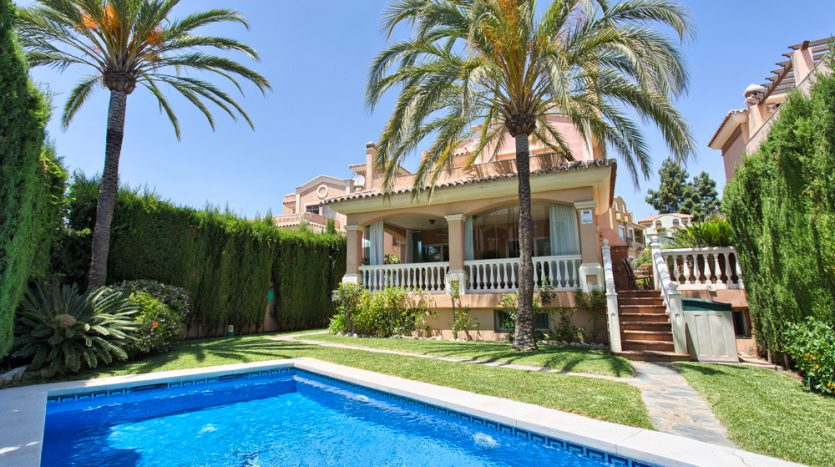 Вилла в центре Марбельи - image Villa-for-sale-in-Marbella-1-835x467 on https://www.laconchaliving.com