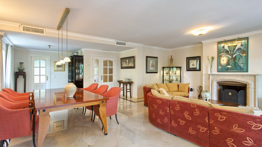 Вилла в центре Марбельи - image Villa-for-sale-in-Marbella-4-835x467 on https://www.laconchaliving.com
