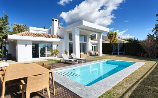 Modern villa for sale near Puerto Banus - image Villa-for-sale-near-Los-Naranjos-Golf-Club-1-525x328 on https://www.laconchaliving.com