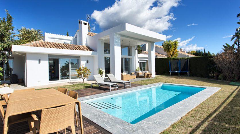 Villa for sale near Los Naranjos Golf Club - image Villa-for-sale-near-Los-Naranjos-Golf-Club-1-835x467 on https://www.laconchaliving.com