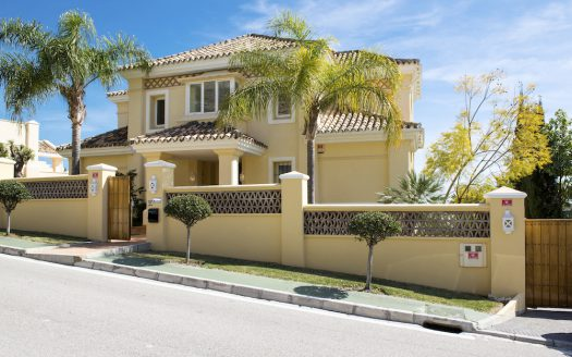 Spacious family villa for sale in Marbella - image Villa-for-sale-with-golf-and-sea-views-1-525x328 on https://www.laconchaliving.com