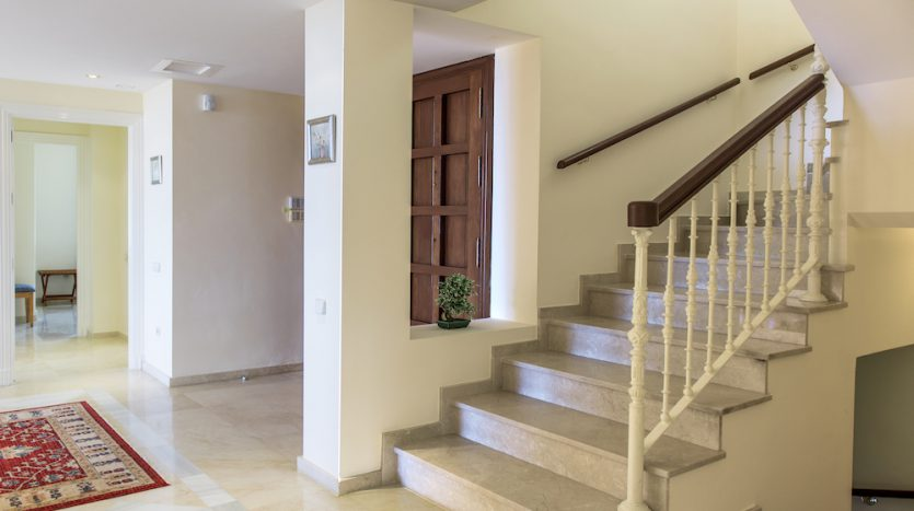Villa for sale with golf and sea views - image Villa-for-sale-with-golf-and-sea-views-19-835x467 on https://www.laconchaliving.com