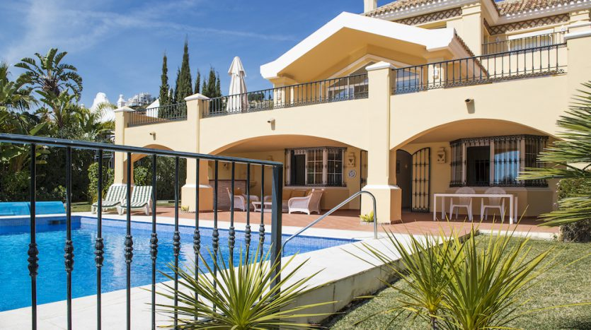 Villa for sale with golf and sea views - image Villa-for-sale-with-golf-and-sea-views-2-835x467 on https://www.laconchaliving.com