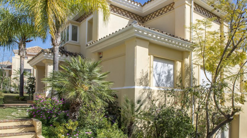 Villa for sale with golf and sea views - image Villa-for-sale-with-golf-and-sea-views-20-835x467 on https://www.laconchaliving.com