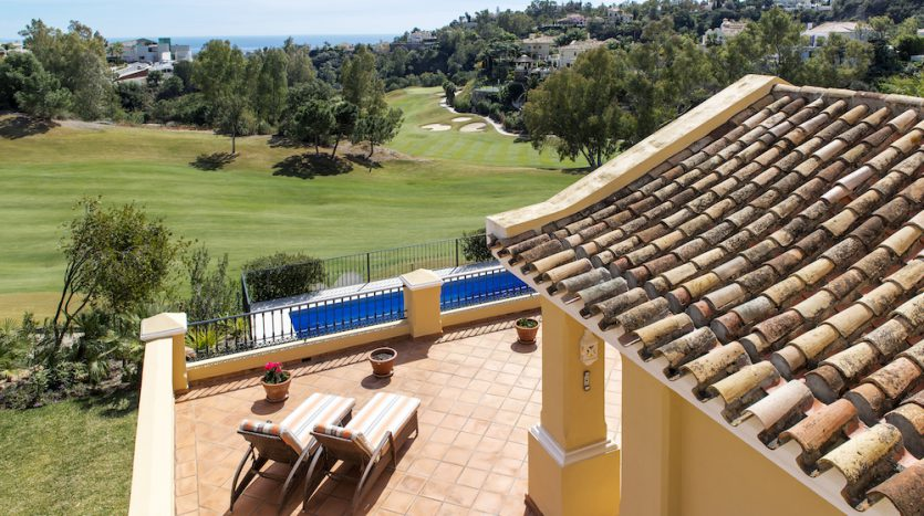 Villa for sale with golf and sea views - image Villa-for-sale-with-golf-and-sea-views-3-835x467 on https://www.laconchaliving.com