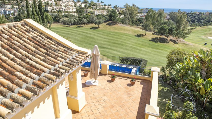 Villa for sale with golf and sea views - image Villa-for-sale-with-golf-and-sea-views-4-835x467 on https://www.laconchaliving.com