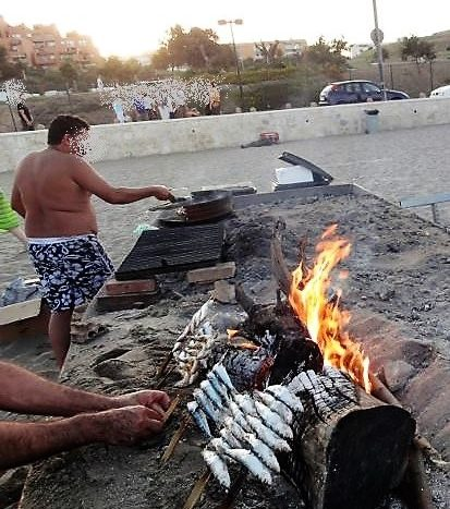 Sardine espetos to be put forward for special Unesco status - image Sardinas-2-413x467 on https://www.laconchaliving.com
