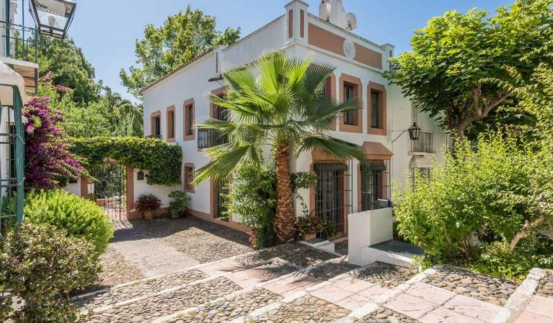 Town House in Marbella - La Virginia - image Town-House-for-sale-in-La-Virginia-Marbella-Golden-Mile-1-800x467 on https://www.laconchaliving.com