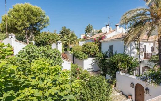 Three-bedroom apartment in Marbella town - image Town-House-for-sale-in-La-Virginia-Marbella-Golden-Mile-12-525x328 on https://www.laconchaliving.com