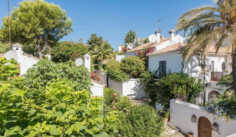 Town House in Marbella - La Virginia - image Town-House-for-sale-in-La-Virginia-Marbella-Golden-Mile-12-800x467 on https://www.laconchaliving.com