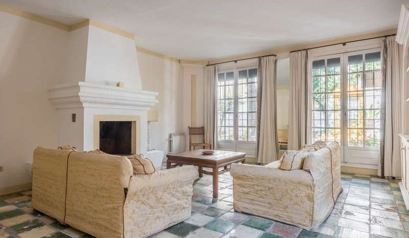 Town House in Marbella - La Virginia - image Town-House-for-sale-in-La-Virginia-Marbella-Golden-Mile-2-800x467 on https://www.laconchaliving.com