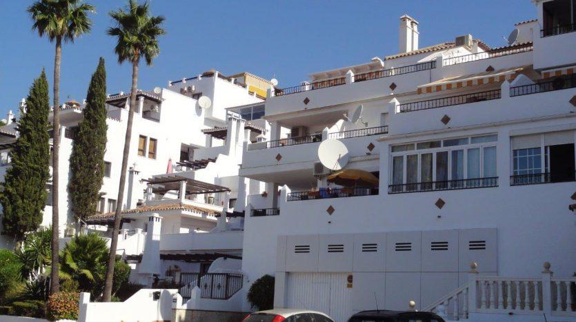 Pueblo Evita – lo mejor de Benalmadena Costa - image Apartment-Pueblo-Evita-Benalmadena-1-835x467 on https://www.laconchaliving.com