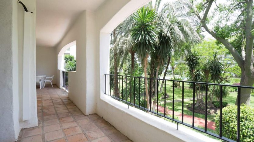 Puerto Banus middle floor apartment - image Puerto-Banus-middle-floor-apartment-12-835x467 on https://www.laconchaliving.com