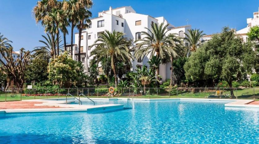 Puerto Banus middle floor apartment - image Puerto-Banus-middle-floor-apartment-14-835x467 on https://www.laconchaliving.com
