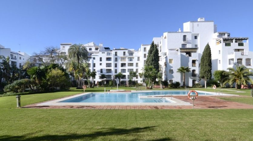Puerto Banus middle floor apartment - image Puerto-Banus-middle-floor-apartment-2-835x467 on https://www.laconchaliving.com