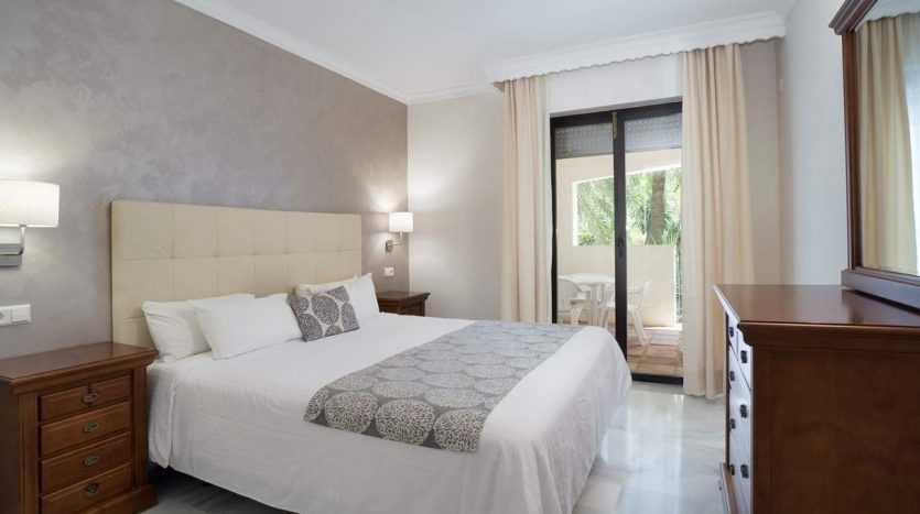 Puerto Banus middle floor apartment - image Puerto-Banus-middle-floor-apartment-4-835x467 on https://www.laconchaliving.com