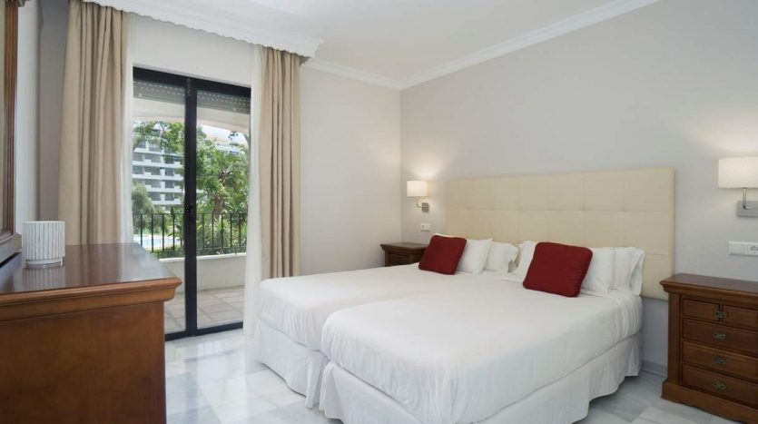 Puerto Banus middle floor apartment - image Puerto-Banus-middle-floor-apartment-7-835x467 on https://www.laconchaliving.com