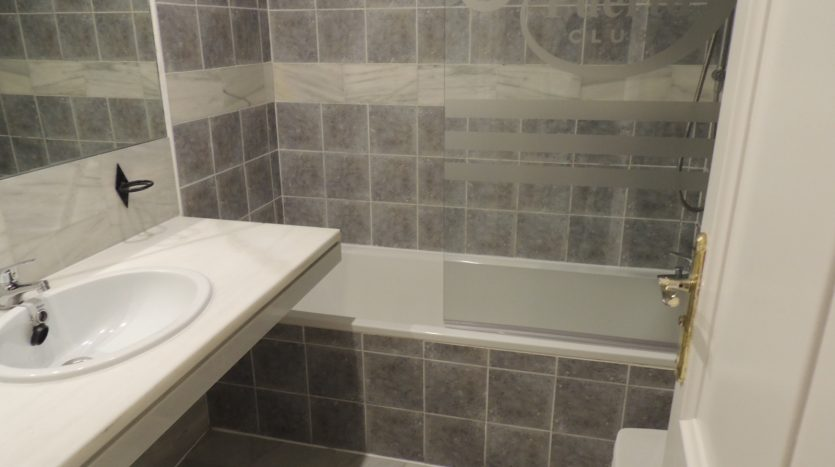 Puerto Banus middle floor apartment - image Puerto-Banus-middle-floor-apartment-8-835x467 on https://www.laconchaliving.com