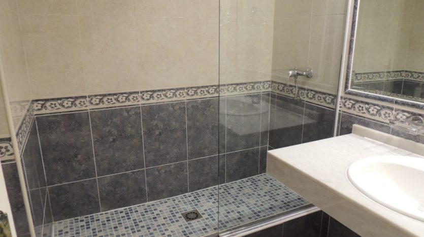 Puerto Banus middle floor apartment - image Puerto-Banus-middle-floor-apartment-9-835x467 on https://www.laconchaliving.com