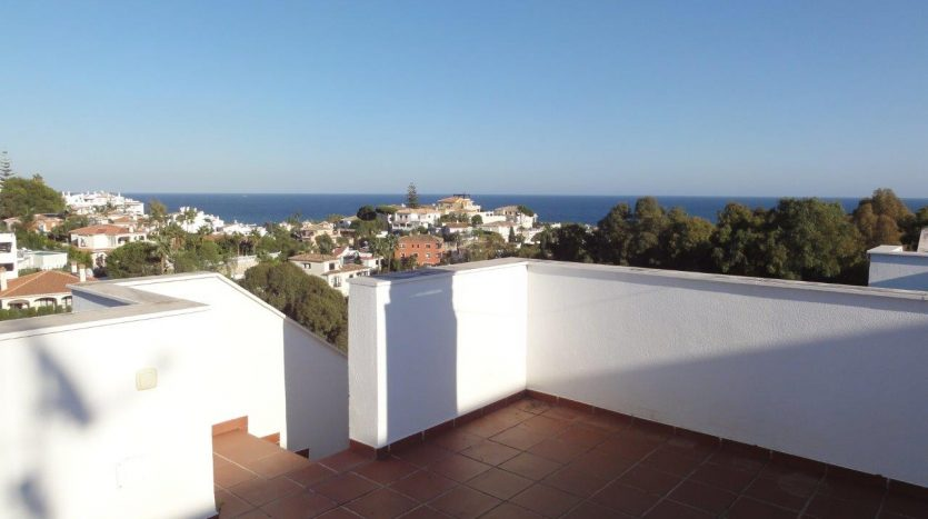 Penthouse at Riviera del Sol - image Distressed-sale-Miraflores-Mijas-Costa-12-835x467 on https://www.laconchaliving.com