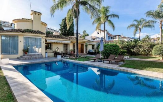 Tuscan style villa on Marbella Golden Mile - image furnished-villa-puerto-banus-1-525x328 on https://www.laconchaliving.com