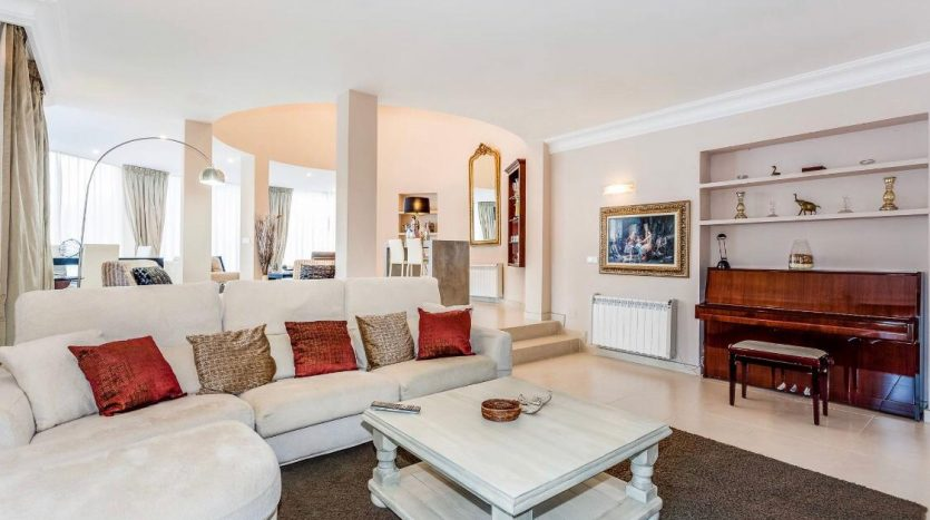 Amueblada villa familiar - image furnished-villa-puerto-banus-10-835x467 on https://www.laconchaliving.com
