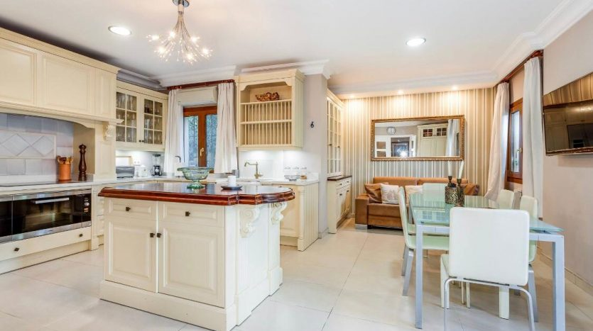 Amueblada villa familiar - image furnished-villa-puerto-banus-12-835x467 on https://www.laconchaliving.com