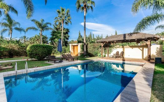 Villa en Huerta Belon Marbella - image furnished-villa-puerto-banus-13-525x328 on https://www.laconchaliving.com