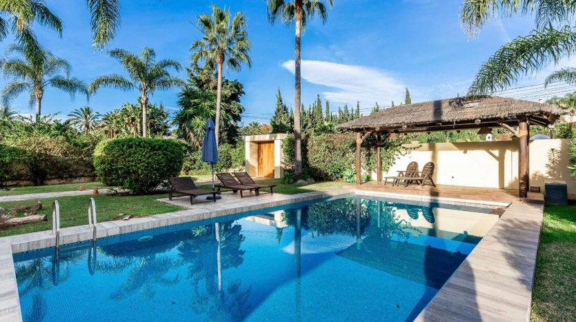 Amueblada villa familiar - image furnished-villa-puerto-banus-13-835x467 on https://www.laconchaliving.com