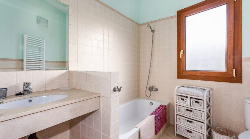 Amueblada villa familiar - image furnished-villa-puerto-banus-2-835x467 on https://www.laconchaliving.com